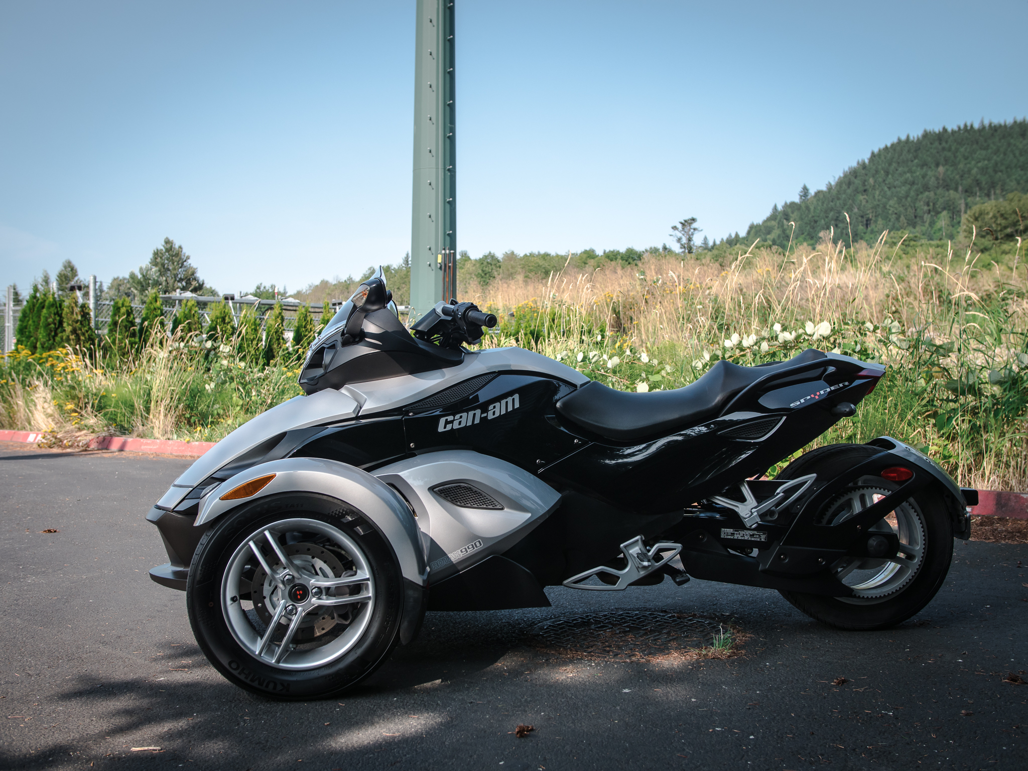 Motorcycle Pictures: Can-Am Spyder RT Roadster 2010